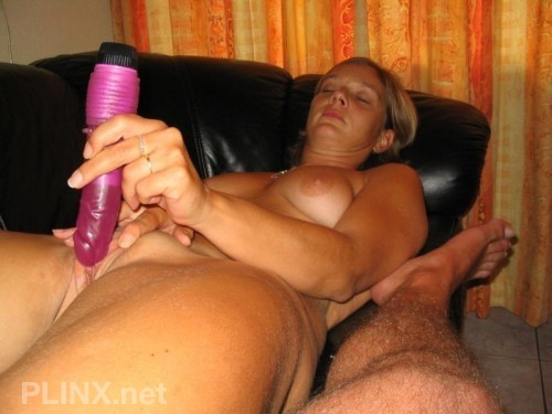 She Plays With Sextoy