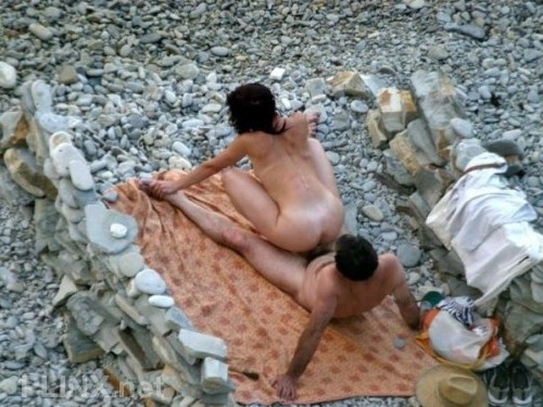 Beach Voyeur – Couples Having Fun Fuck Pictures