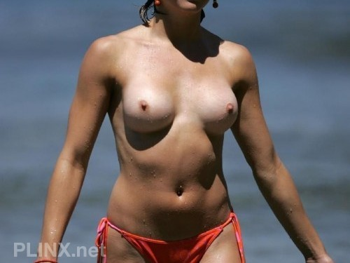 Sexy Chicks Topless At The Beach